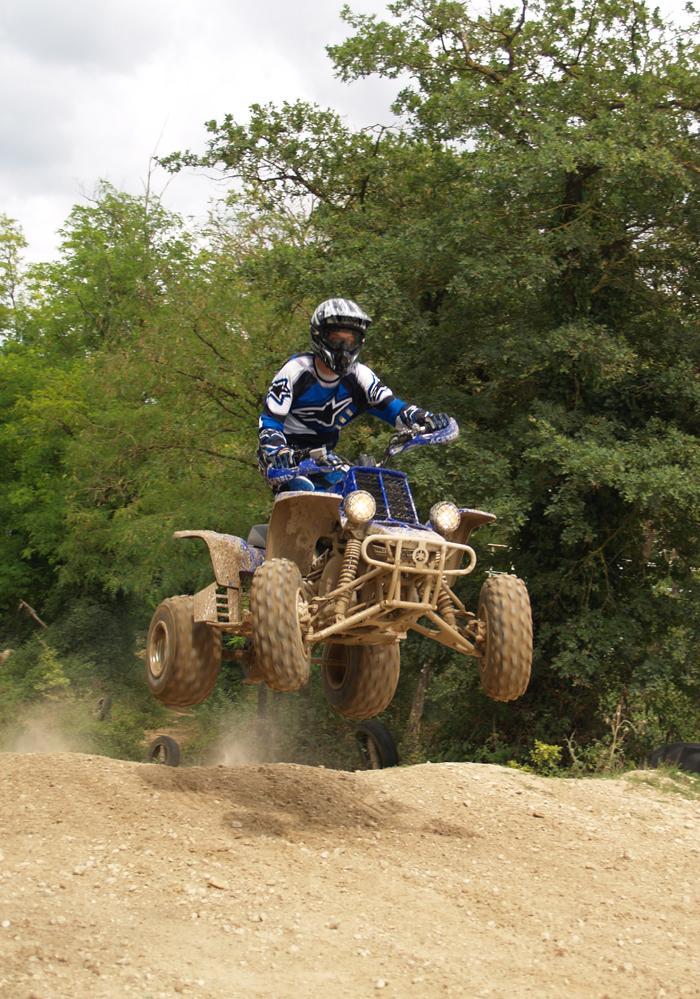 Session de quad cross à Larchant 77, en Banshee bien sur ! P8030515
