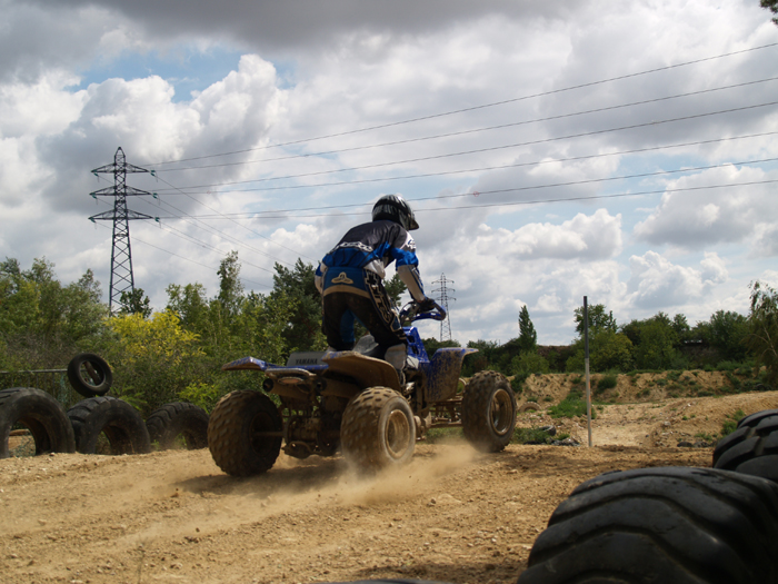 Session de quad cross à Larchant 77, en Banshee bien sur ! P8030516