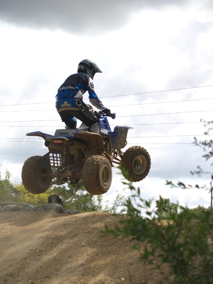 Session de quad cross à Larchant 77, en Banshee bien sur ! P8030529
