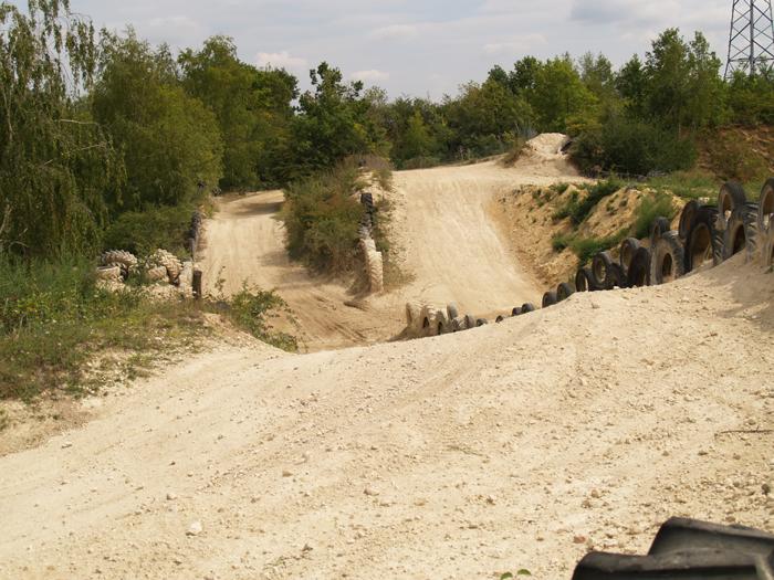 Session de quad cross à Larchant 77, en Banshee bien sur ! P8090549