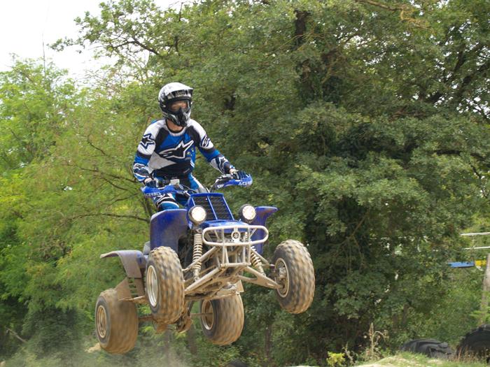 Session de quad cross à Larchant 77, en Banshee bien sur ! P8090557