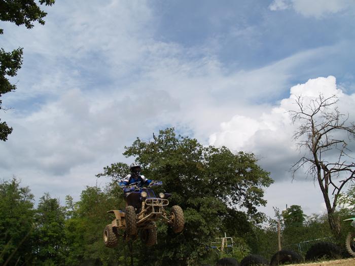 Session de quad cross à Larchant 77, en Banshee bien sur ! P8160621