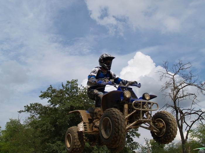 Session de quad cross à Larchant 77, en Banshee bien sur ! P8160625